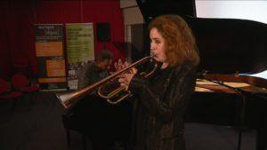 La sarthoise Lucienne Renaudin-Vary expérimente une trompette innovante