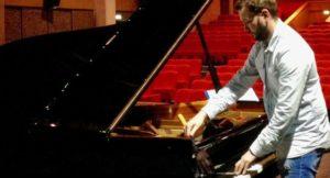 La petite touche personnelle d'un talentueux accordeur de piano