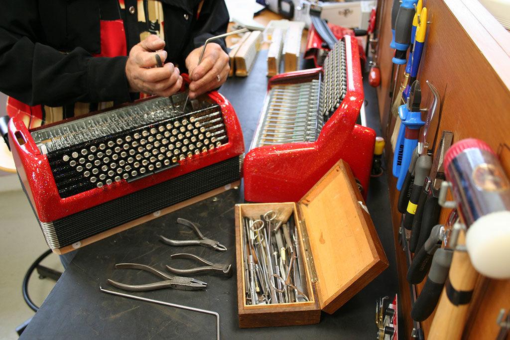 Fabrication d'outillage spécifique à la réparation des accordéons
