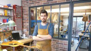 [Ancien Élève] –  Le luthier Maxime Jan installe son atelier à Dahouet