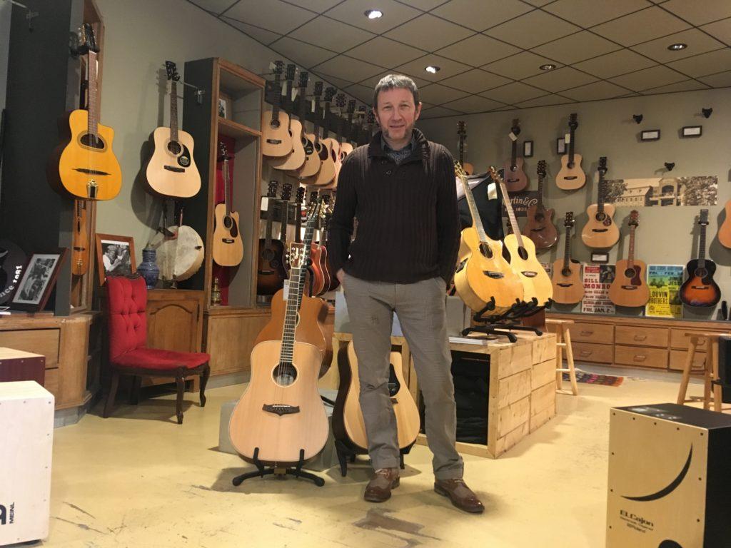 À Caen, le magasin de musique Bonnaventure liquide son stock d'instruments avant la succession