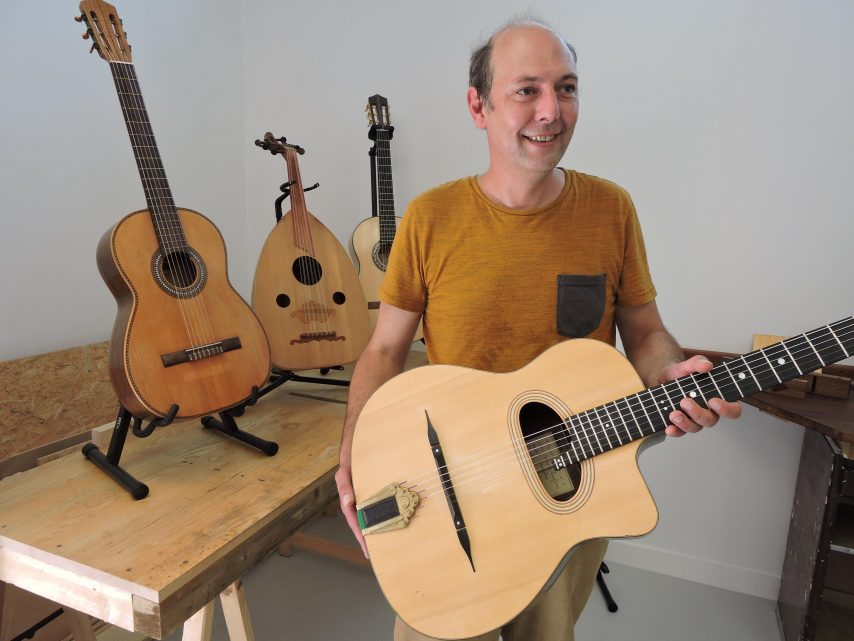 A Grand-Champ, le luthier Vincent Jannot a plusieurs cordes à son arc