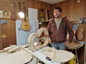 Morbihan : dans les secrets de la fabrication d'une guitare