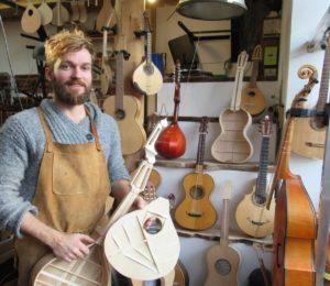 Rezé. Le luthier veut partager son art