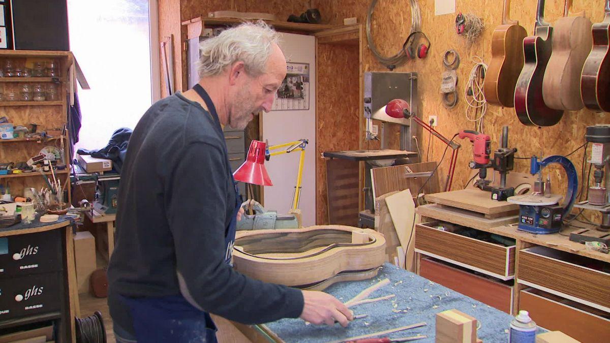 Rencontre avec un luthier installé à Neuville-du-Poitou dans la Vienne