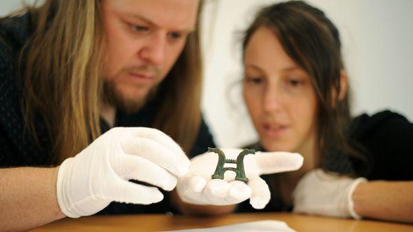 Julian Cuvilliez et Audrey Lecorgne, archéo-musicologues fondateurs du Pôle de Recherche, d'Interprétation et d'Archéologie Expérimentale, © Laureen Keravec / PRIAE